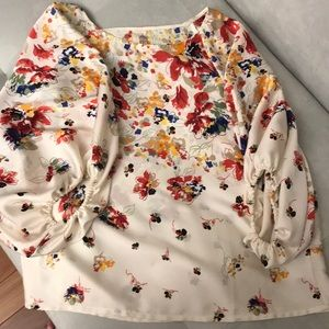 💕Perfect Spring Floral blouse Size Large💕
